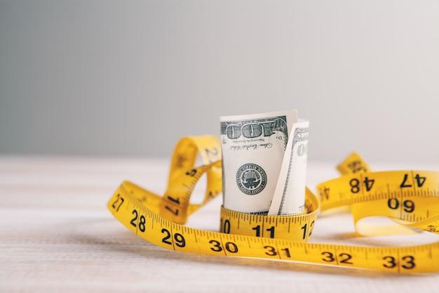 Деньги и сантиметр примирения богатства