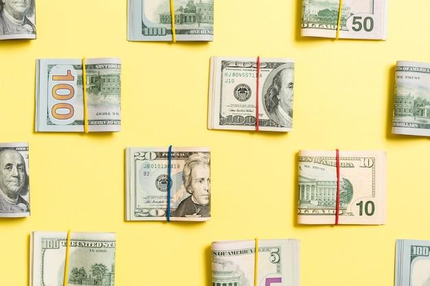 Деньги фон с американскими стодолларовыми банкнотами на верхнем wiev с копией пространства для вашего текста в бизнес-концепции.