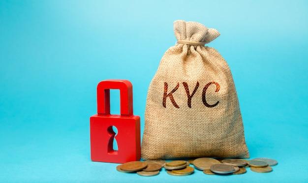 Денежный мешок с надписью kyc - know your customer client. подтвердите личность, пригодность