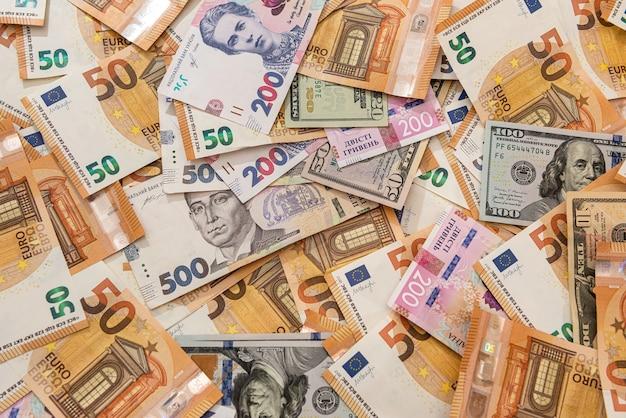 Деньги из разных стран гривны, доллары и евро как финансовый фон