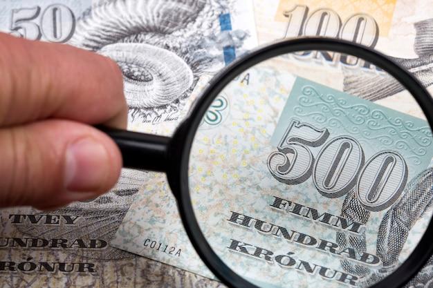 虫眼鏡でフェロー諸島からのお金ビジネスの背景