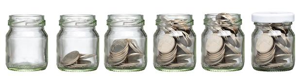 Деньги растут для инвестирования ваших финансов. сохраните свой бюджет на развитие. концепция изобретения. депозит монеты для успеха вашей жизни в будущем. выбор для инвестирования вашего экономического богатства.