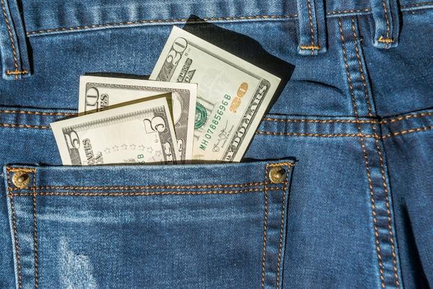 청바지 주머니에 돈 - 달러 현금 개념