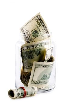 Деньги в стеклянной банке на белом фоне