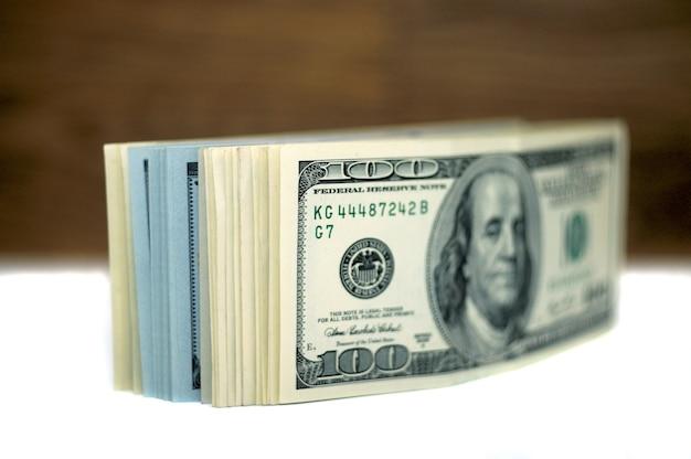 Деньги, изолированные на белом