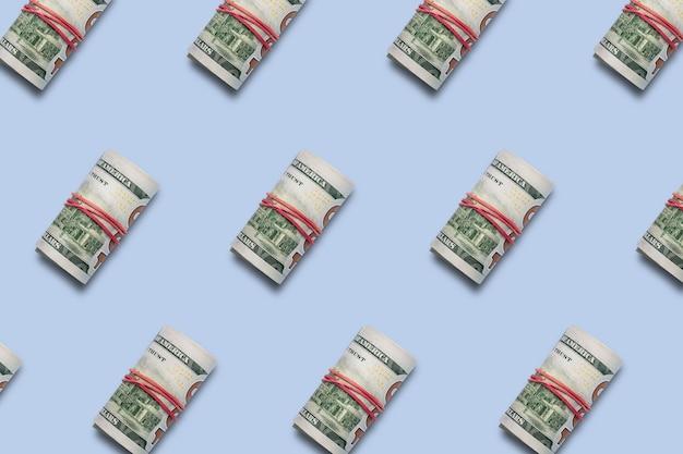 Деньги свернуты в трубку. шаблон. баннер. плоская планировка, вид сверху.