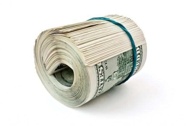 Деньги витой резинкой на белом