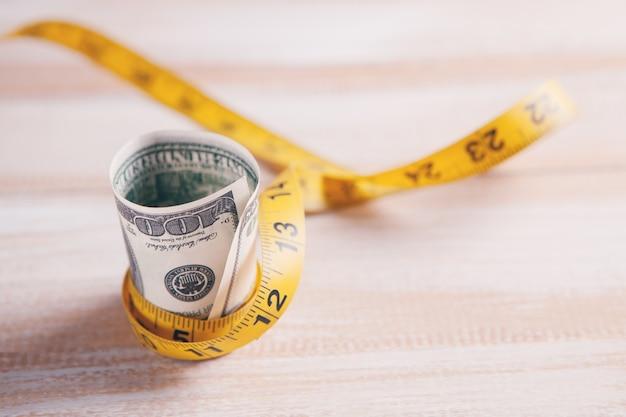 Деньги с сантиметром примирения богатства