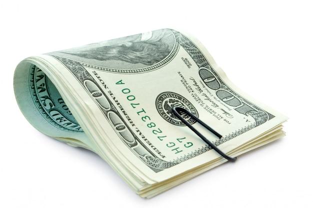 Деньги со скрепкой на белом фоне