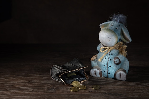 당나귀 모양의 저금통, 동전 지갑. 개념을 저장합니다.