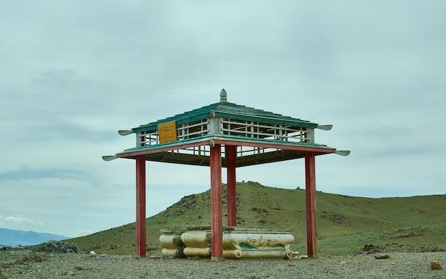 Монгольский овоо, центр города ховд, провинция ховд, монголия.