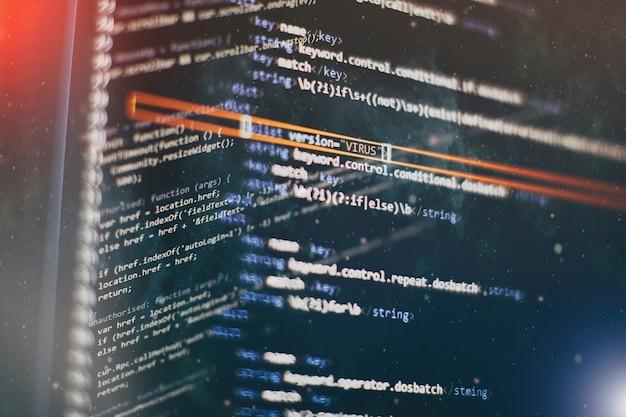 関数のソースコードのクローズアップを監視します。抽象的なit技術の背景。ソフトウェアのソースコード。