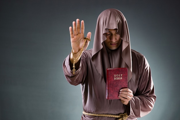 Preacher holding a bible | Photo: Freepik