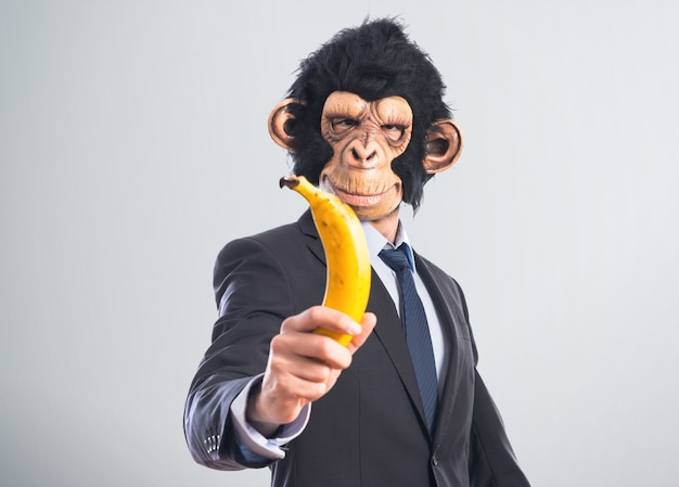 Человек-обезьяна с бананом
