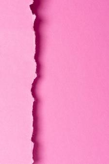 ピンクの紙と単色の静物の品揃え