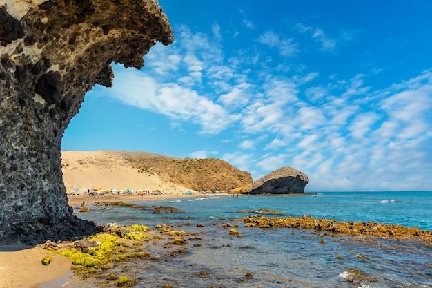 Пляж монсул в природном парке кабо-де-гата