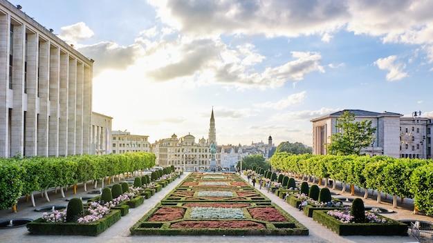 Парк mont des arts в брюсселе, бельгия