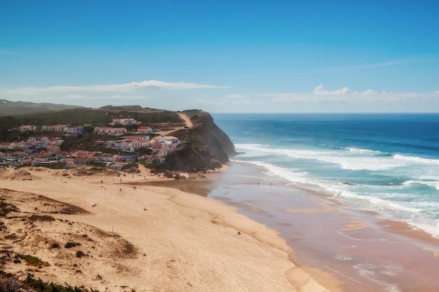 サーフィンの練習や休憩に最適なモンテクレリゴビーチ。コスタビセンティーナ