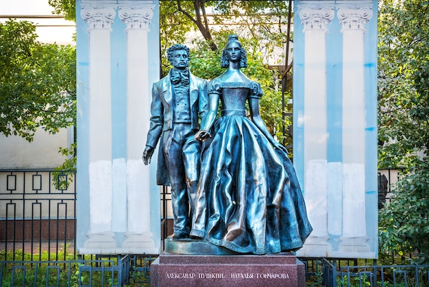 Monument to alexander pushkin and natalia goncharova on the arbat in moscow on a summer morning