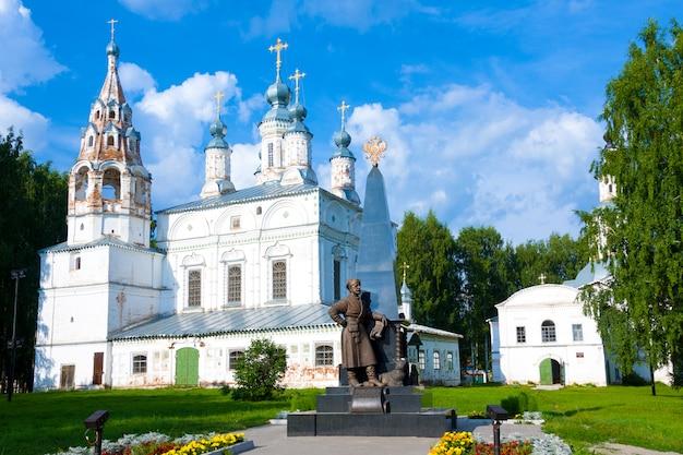 Monument to erofei pavlovich khabarov in komsomol square in veliky ustyug, vologda region
