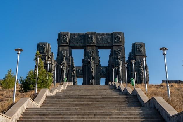 Памятник, известный как хроника грузии или исторический памятник грузии, в тбилиси