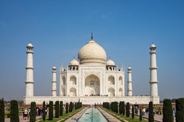 Monument of love, taj mahal Premium Photo