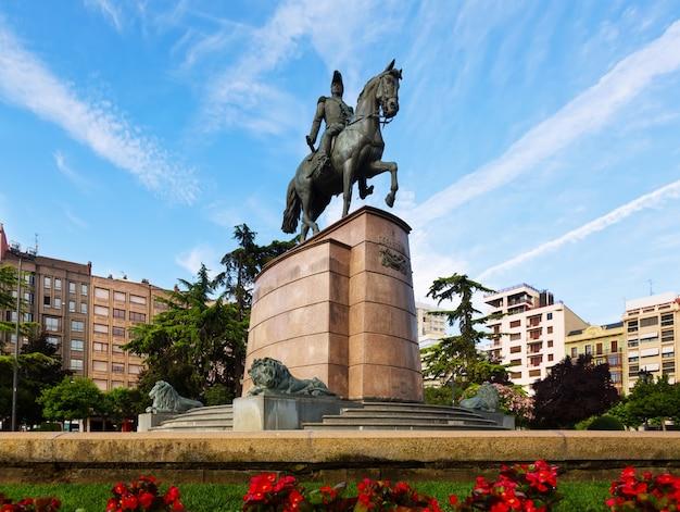 Памятник генералу эспартеро в логроньо