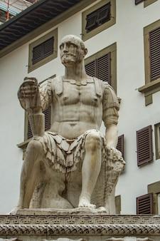 Памятник джованни делле банде нере во флоренции