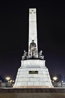 ホセ・リザルの記念碑