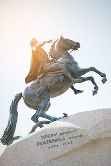 Памятник петру великому в санкт-петербурге, россия. отфильтрованное изображение в стиле ретро