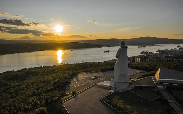 ソビエト北極圏の擁護者の記念碑
