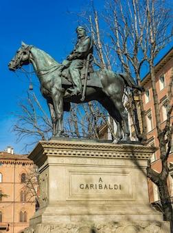 イタリア、ボローニャのジュゼッペガリバルディの記念碑