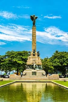 Памятник героям лагуны и дурадо в урке в рио-де-жанейро