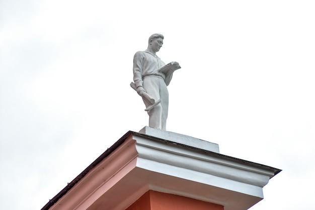Памятник студенту-инженеру