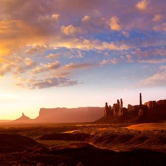 Monument valley totem pole sunrise utah