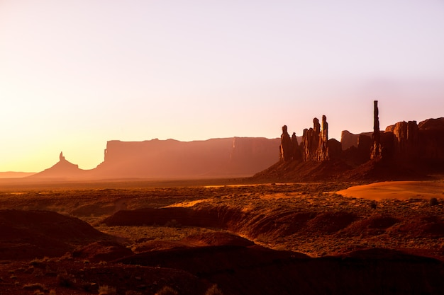 Monument valley totem pole sunrise utah