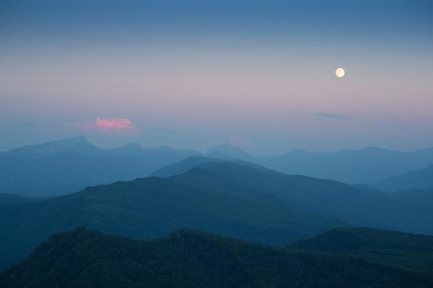 Луна на закате в горах кавказа