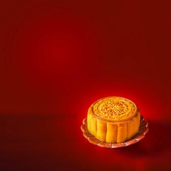 赤い表面の中国の中秋節の月餅