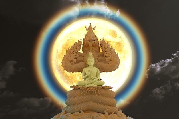 밤하늘에 있는 7개의 왕 나가의 머리에 앉아 있는 달 코로나 빛과 부처, nasa에서 제공한 이 이미지의 요소