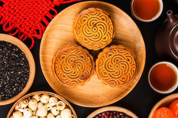 月餅、中旬の秋祭りの食べ物。