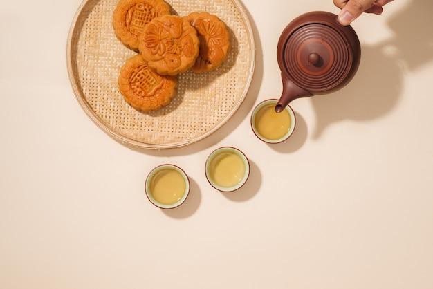 中秋節で伝統的に食べられるベトナムのペストリーである月餅
