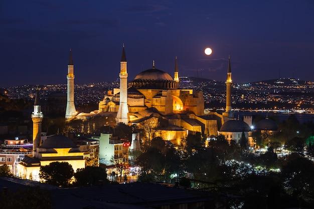 Moonrise at aya sofya mosque in istanbul, turkey.