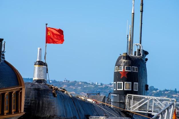 Пришвартованная советская подводная лодка в морском порту сан-диего