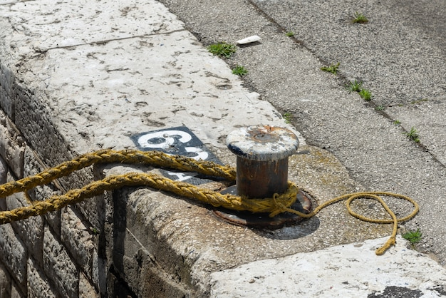 Mooring rope on the bollard