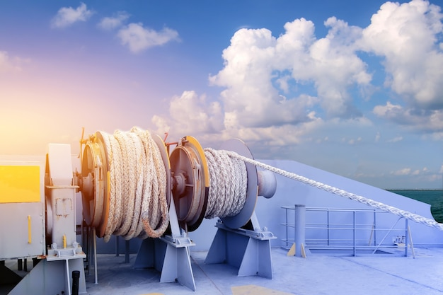 Mooring winch rope anchor mechanism