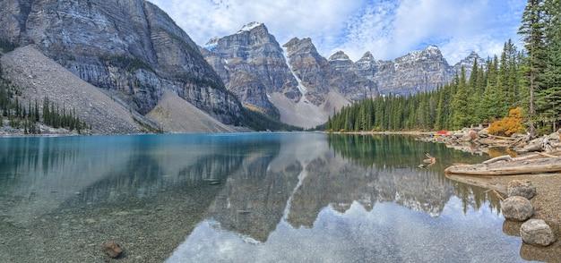 モレーン湖バンフ国立公園カナダ
