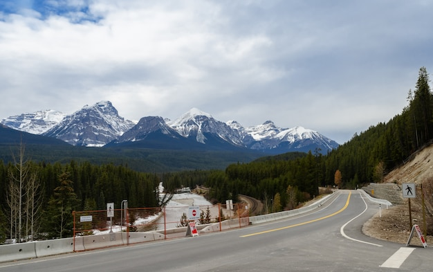 Morant's curve and bow river in banff national park, alberta, canada