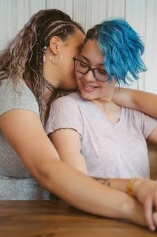 Больше, чем дружба между двумя женщинами. культурная любовь без границ.
