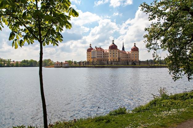 モーリッツブルク城、モリッツブルクのバロック様式の宮殿、ドイツのザクセン州、風景ビュー