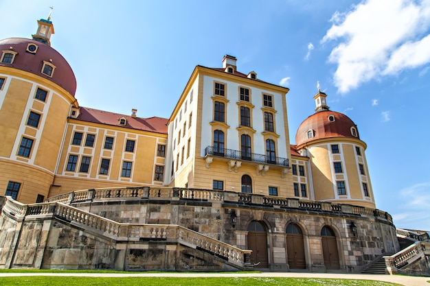 モーリッツブルク城は、ドイツのザクセン州モーリッツブルクにあるバロック様式の宮殿です。